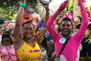 ECLETISMO – O Bloco do Bloco arrastou multidões nas ruas, colorindo o circuito histórico de Sete Lagoas: o grupo une samba, rock e outros ritmos